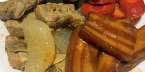 三枚肉とソーキの煮物